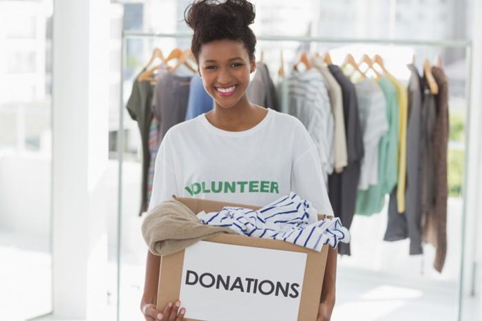 black-woman-volunteering